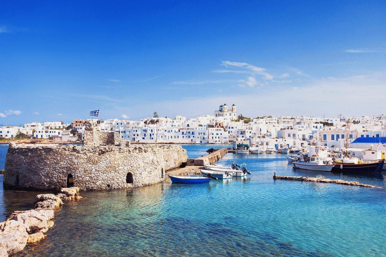 Picturesque Naousa village, Paros island, Cyclades, Greece - Imagen shutterstock_367041155