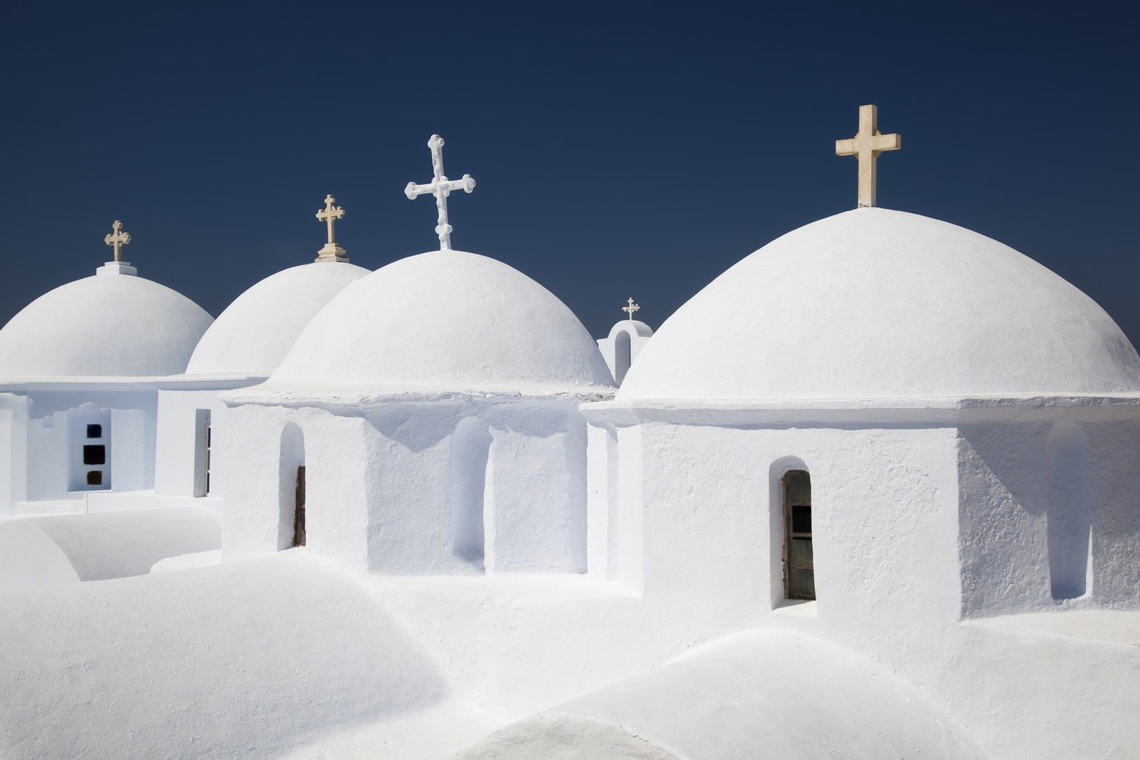Traditional beauty of sequence of churches in Amorgos island, the deep blue island - Imagen shutterstock_88058425