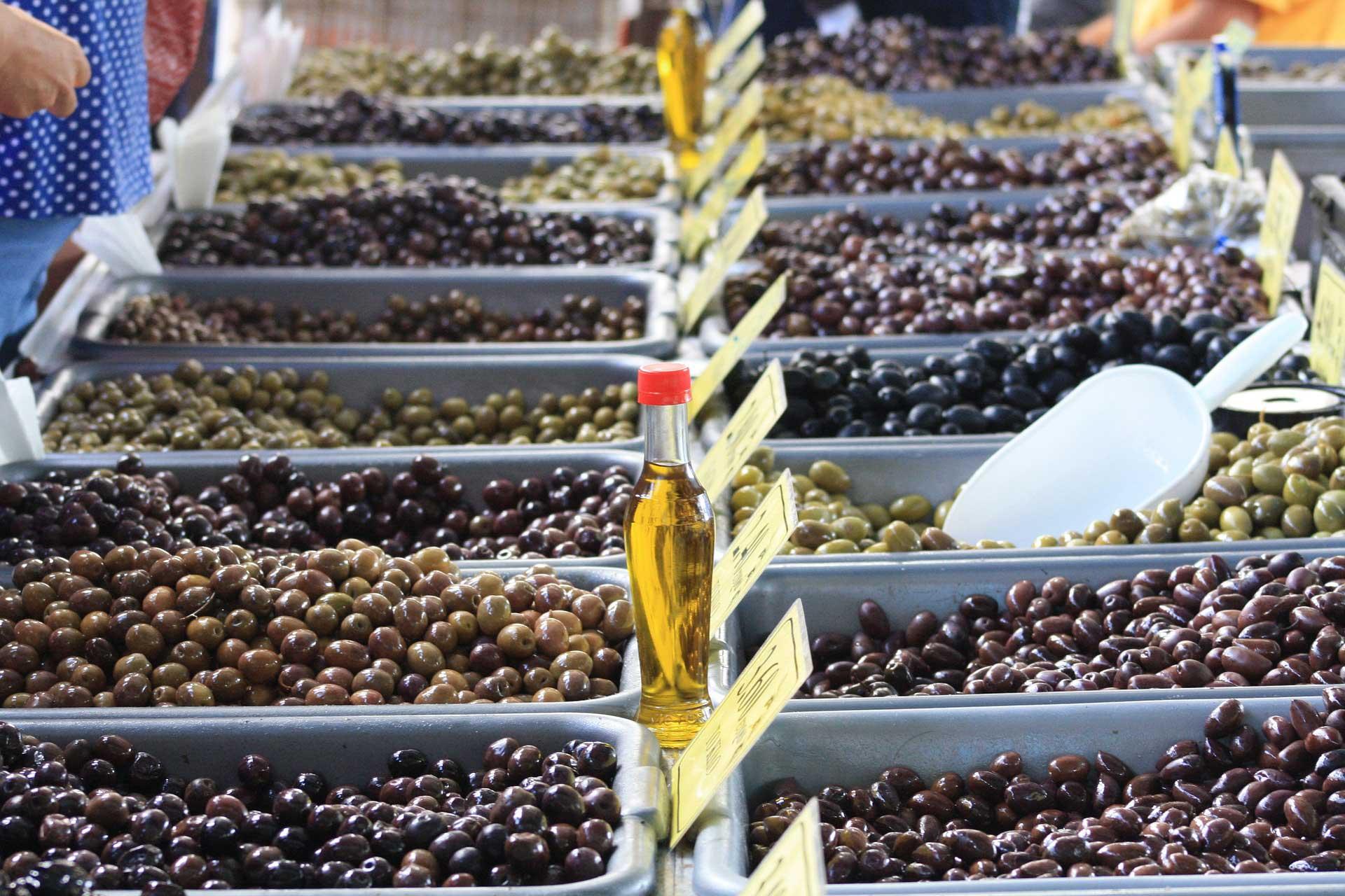 greek-olives-aceitunas-griegas-Athens-food-tour-tour-gastronomico-por-Atenas