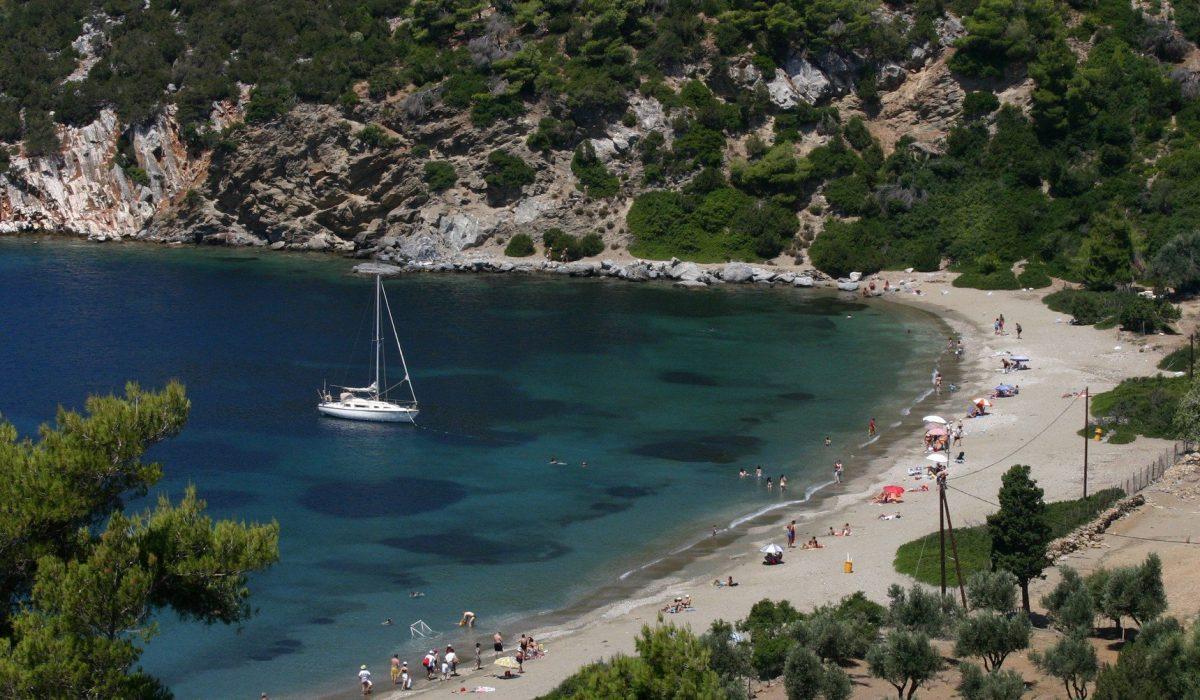 Pefkos Bay, Skyros Island Greece - Imagen shutterstock_1594847