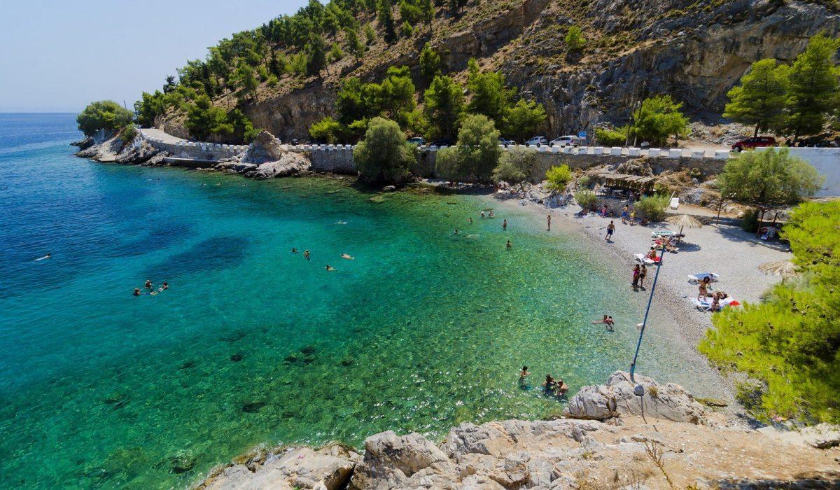 Therma beach in Kalymnos, Greece - Imagen shutterstock_557615578