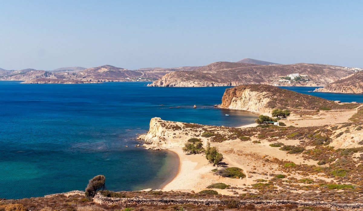 Twin beaches in Patmos, Greece - Imagen shutterstock_408339841
